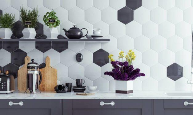 Décorer sa cuisine avec des stickers carrelage noir ou blanc